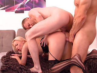 Double pussy banging