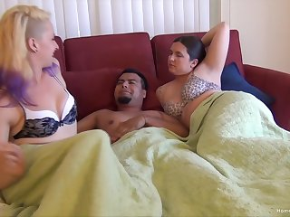 Bisexuall threesome with horny girls gives the best orgasm ever