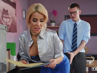 Office Sex Alice Judge - Copulated And Focused
