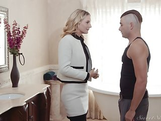 Mature blonde Mona Wales loves to be fucked in missionary positon