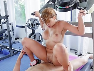 Fit wife ends up fucking with the trainer during her training