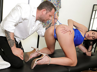 Diva For A Day Free Video With Azul Hermosa - BRAZZERS