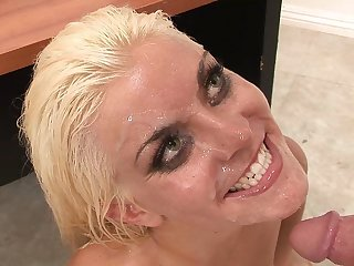 Kinky oily massage with blond hair lady