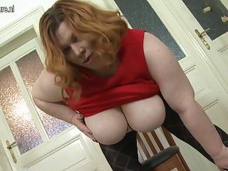Big Breasted Bbw Playing With Her Pussy - MatureNL