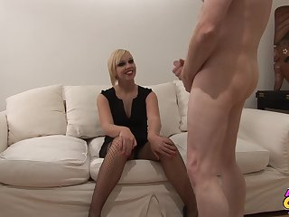 Quickie fucking in the living-room with smokin' hot wife Scarlet Lovatt