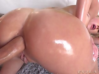 Bright blonde babe with big booty takes fat cock into her butthole