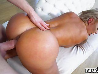 Thick cougar pumps serious inches into her fragile pussy