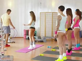 After a yoga class, a brief haired tramp got screwed by her sexy trainer, in the sport apartment